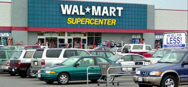 """Wal-Mart's """"Put the Customer First"""" Strategy"""